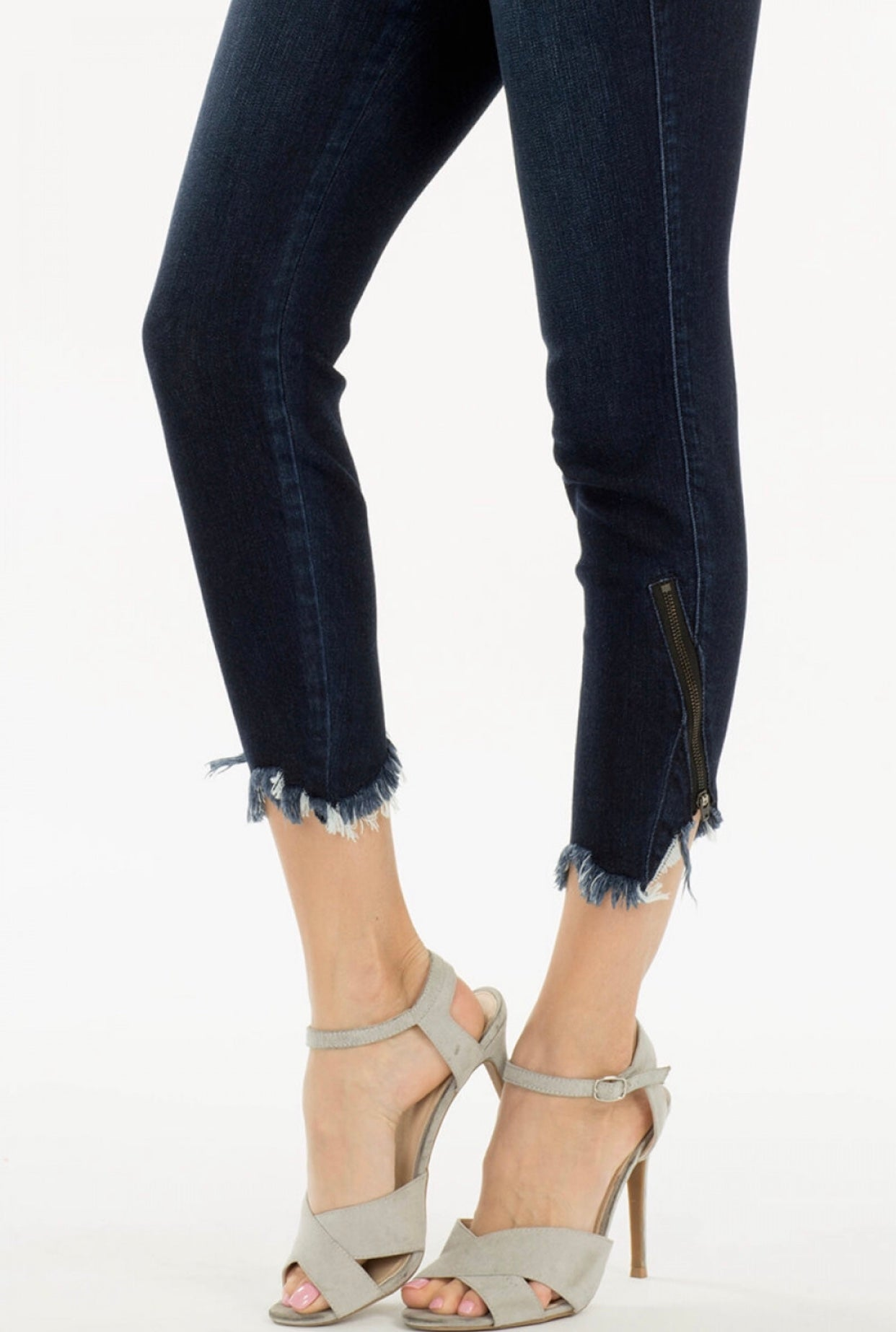 Dark shredded crop jeans