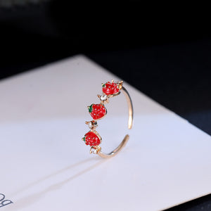 Korean version of the small fresh and lovely playful red strawberry ring