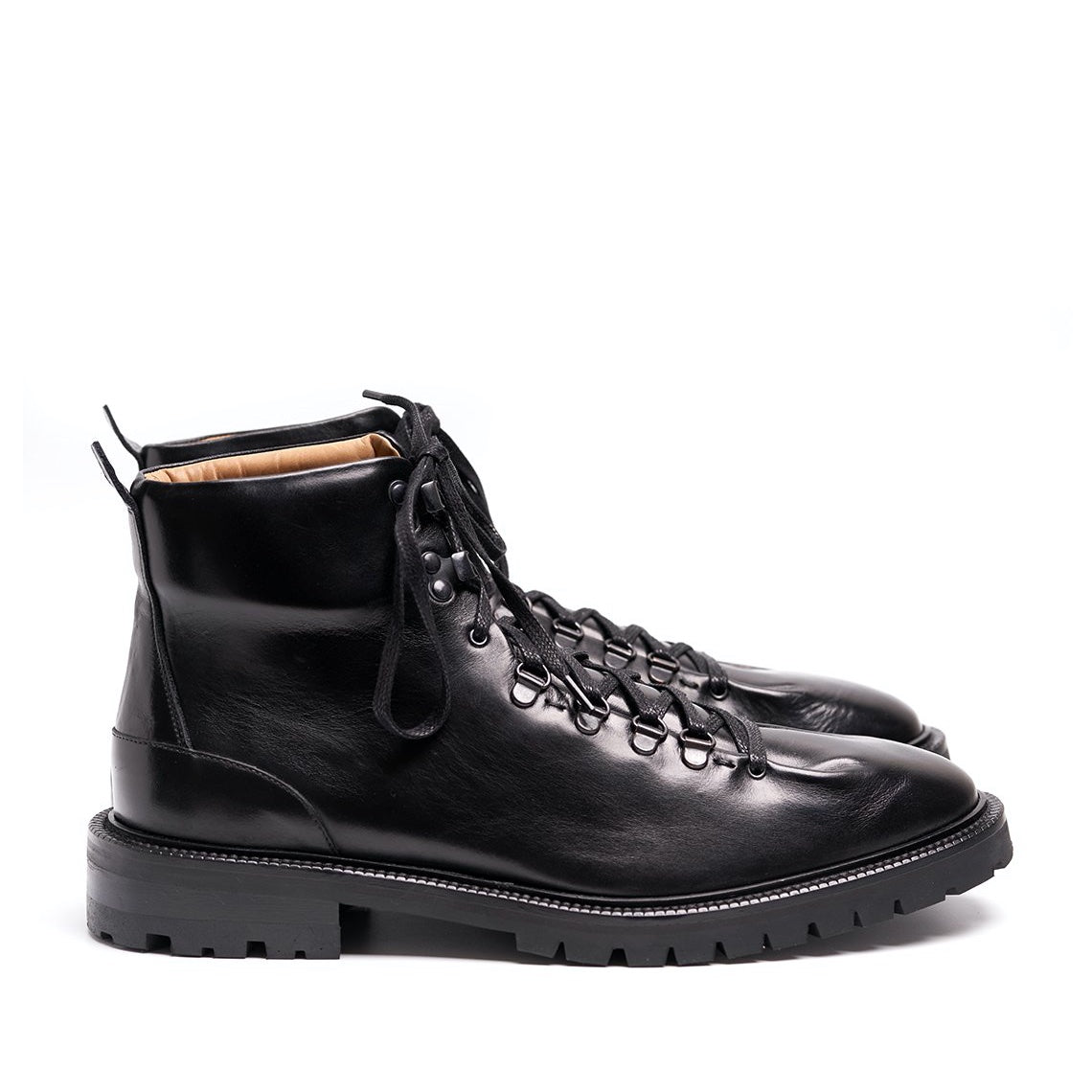 INCH2 BLACK HIKING BOOTS