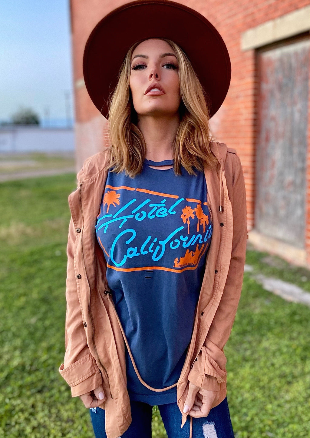Hotel California distressed Unisex T-shirt