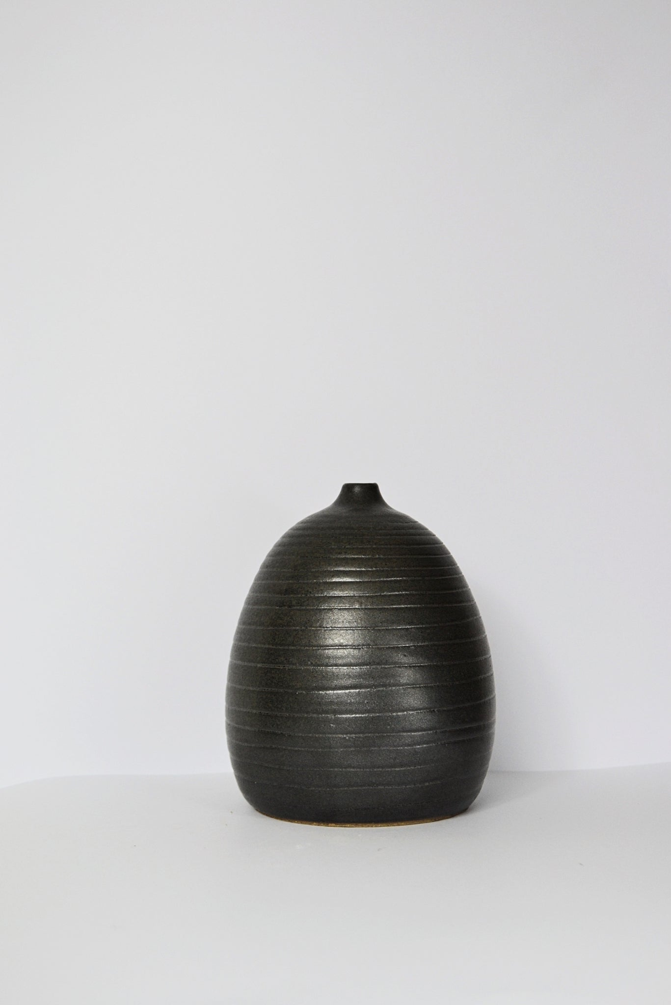 Single Flower Grooved Black Vase