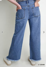 Load image into Gallery viewer, Wide Leg Distressed Jean