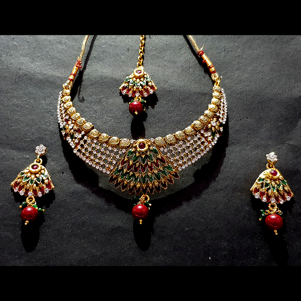 Traditional Design Necklace Set with Mangtika Golden