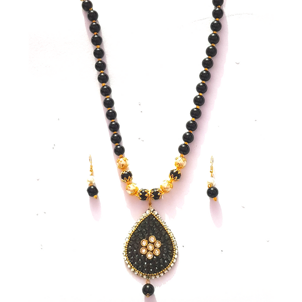 Kundan Look - Necklace Set in Golden - Black