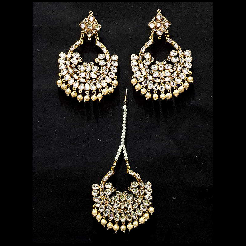 Ear Ring with Mang Tika Set in Golden Kundan Look