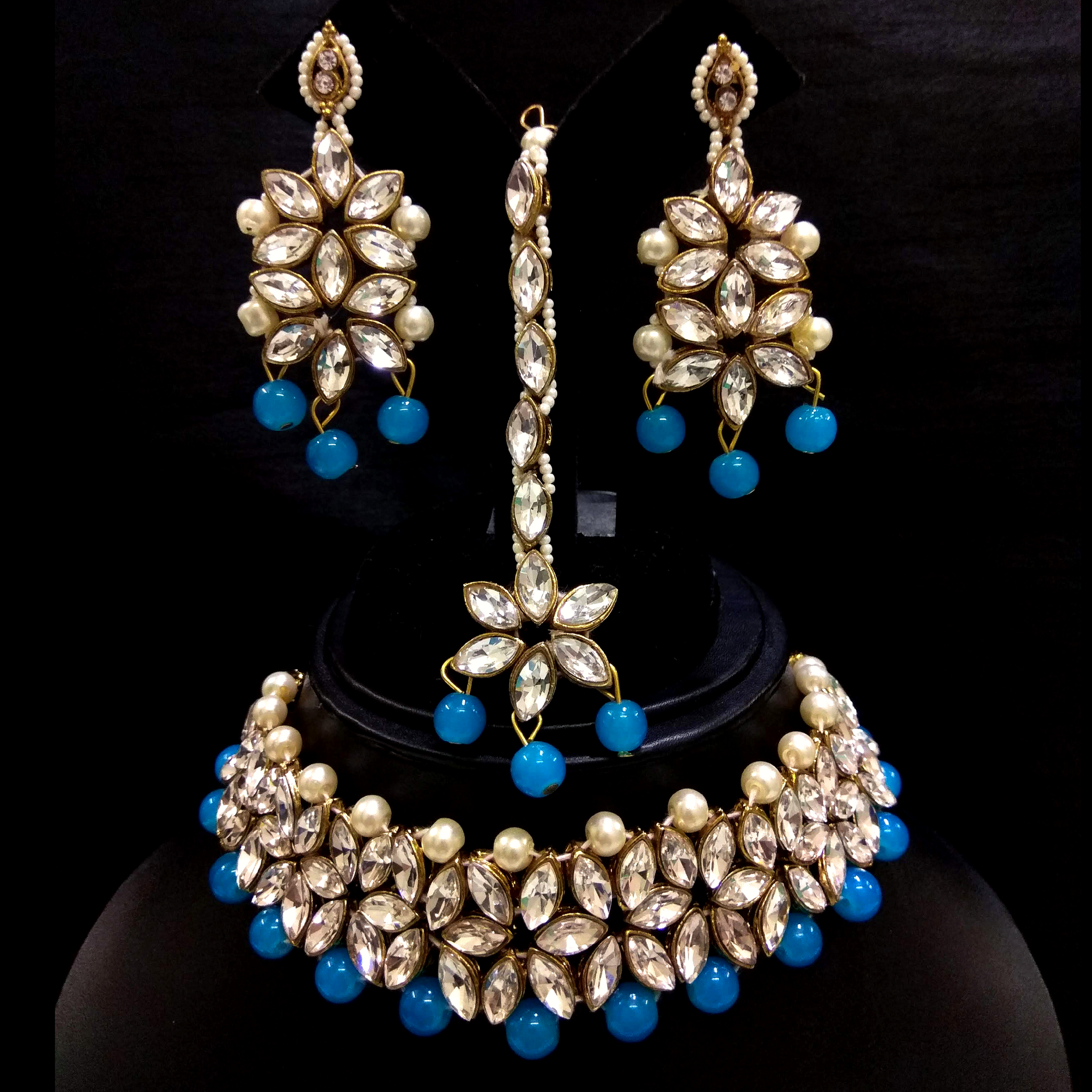 Firozi Choker Necklace Set in Kundan and Moti Work - White Firozi