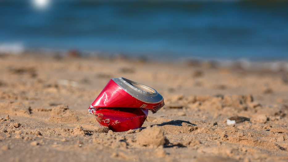 8 Tips for Environmentally Conscious Boating beach can