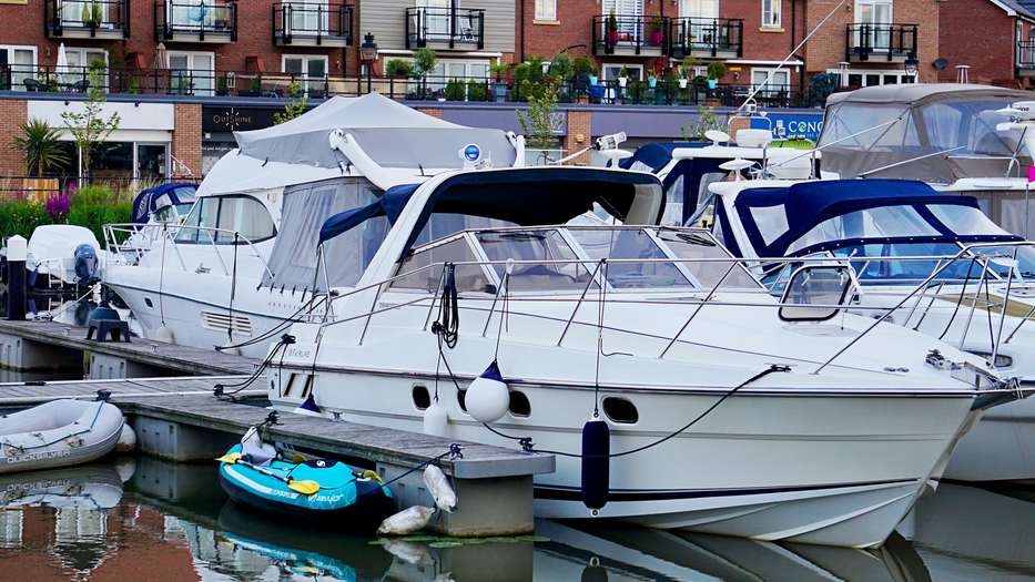 5 Tips on How To Sleep Comfortably While Living Aboard boat docked