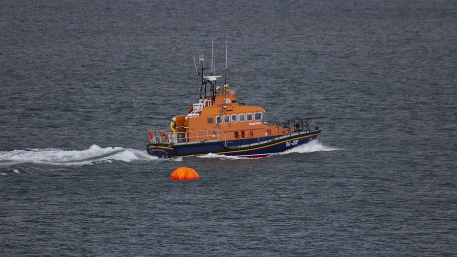 What Should I do if I Run Out Of Gas At Sea? lifeboat search