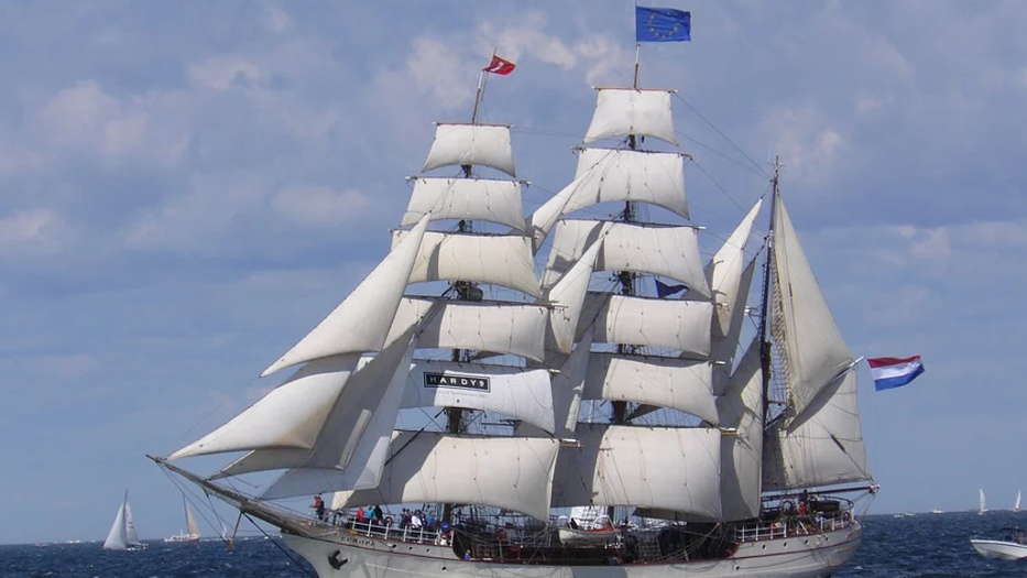 Why Do Sailboats Have Two Sails sailing europa