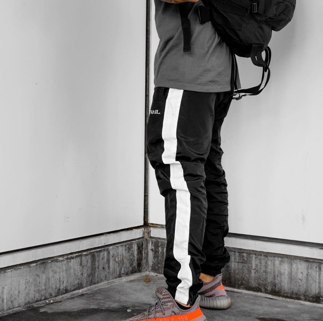 BLACK / WHITE - TRACK PANTS