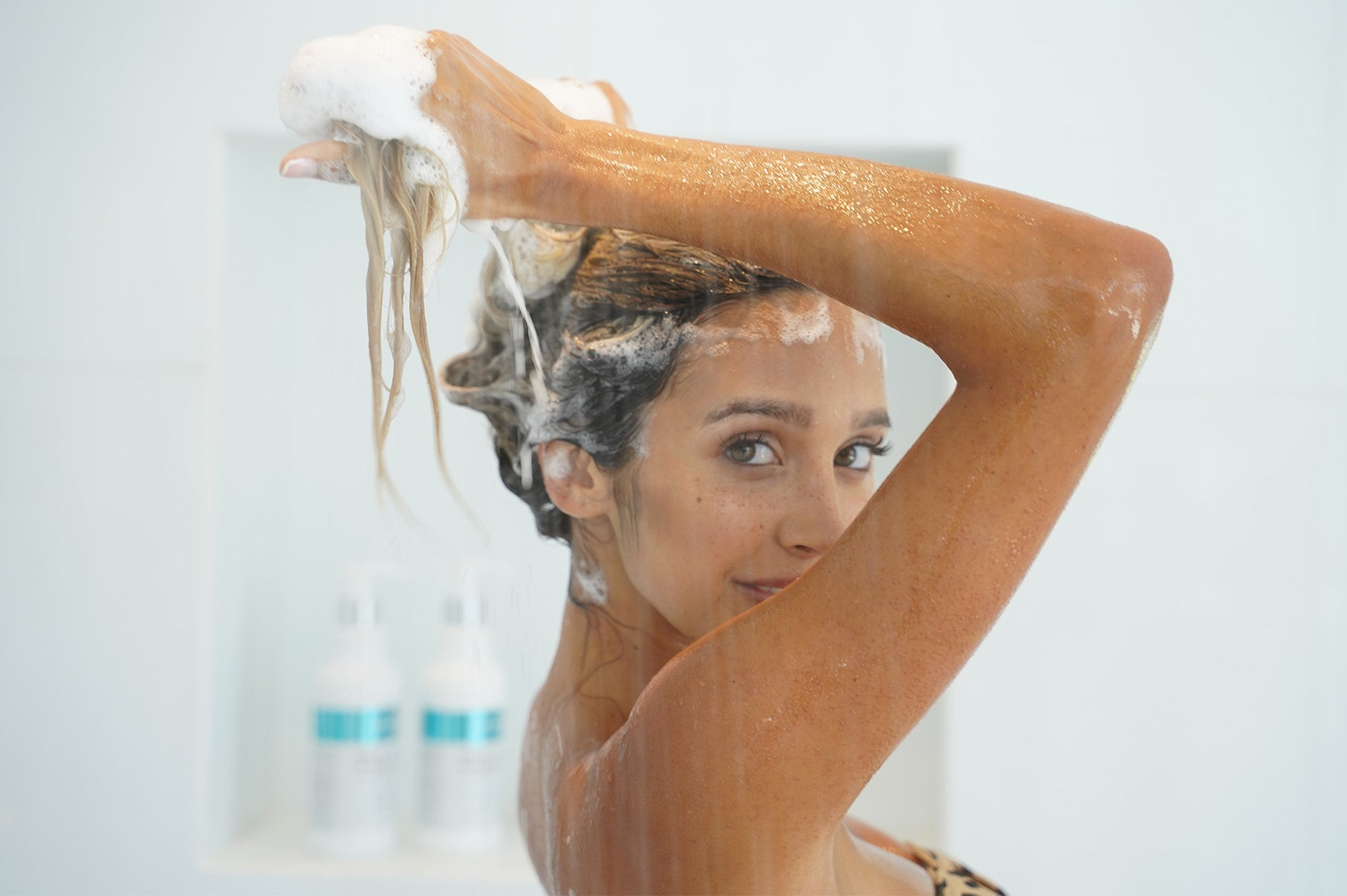 How To Properly Wash Your Hair (The Best Way)