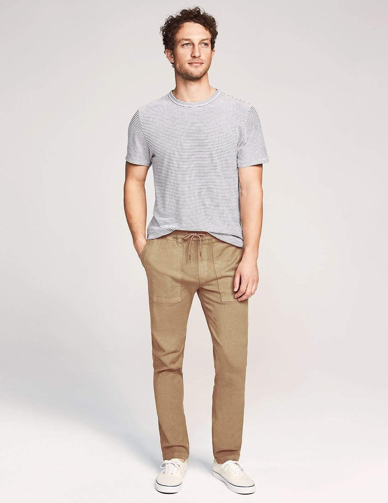 Faherty Trousers Traveler Pant- Desert Sand