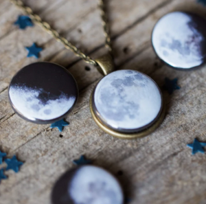 Changeable Moon Phase Necklace