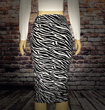 Load image into Gallery viewer, ZOOM PENCIL SKIRT - Eightyoneighteen