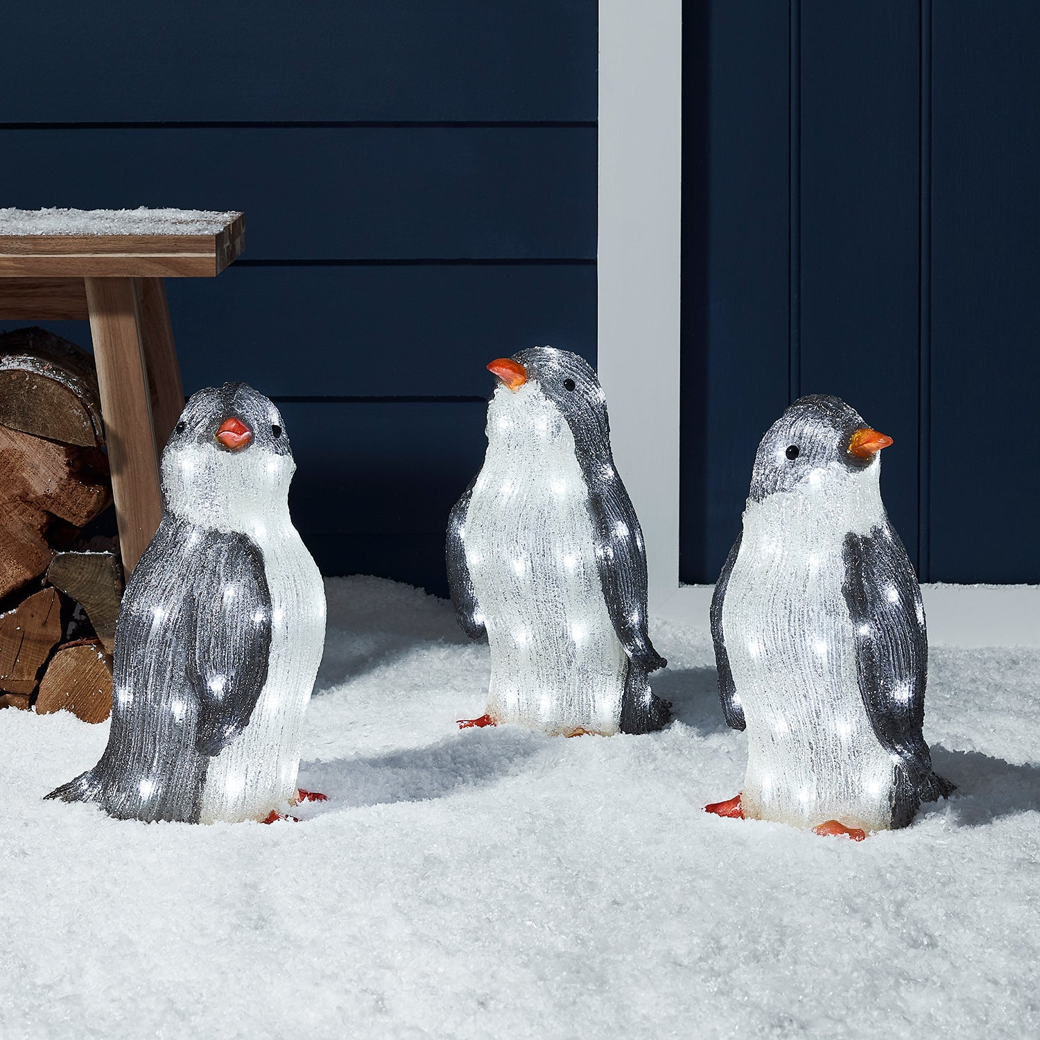 "*Merry X-Mas*: LED-Figur ""Pinguine"" aus Acryl, 3er-Set"