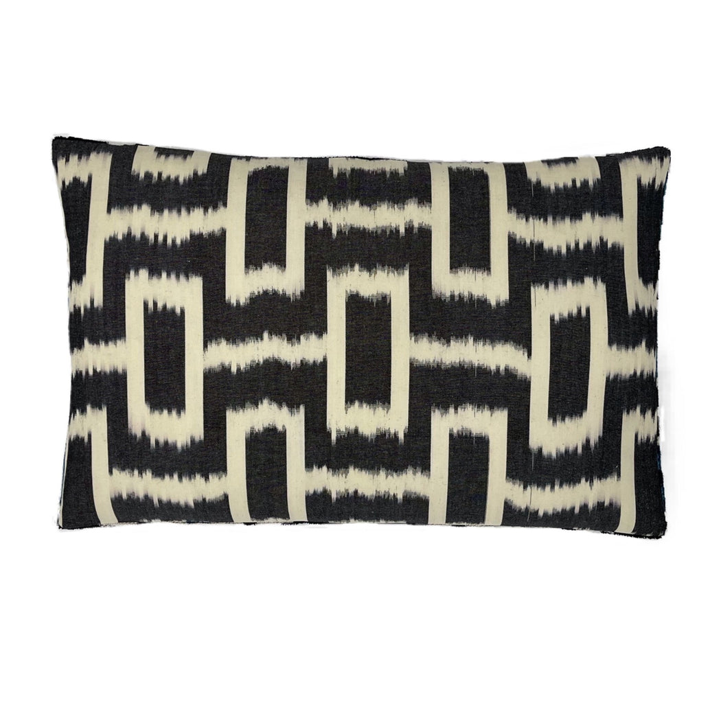 Ikat labirent silk cotton cushion cover