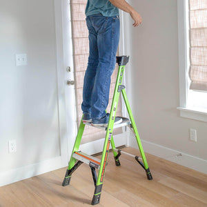 Little Giant 15364-001 4-Foot Fiberglass Type IA MightyLite Stepladder