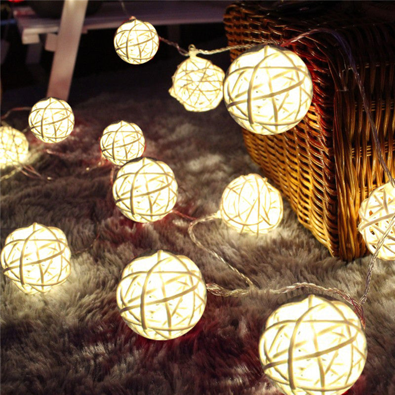 Rattan Ball lights - white