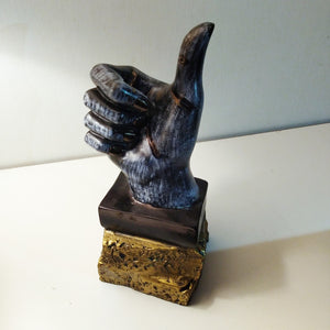Thumbs up polyresin showpiece