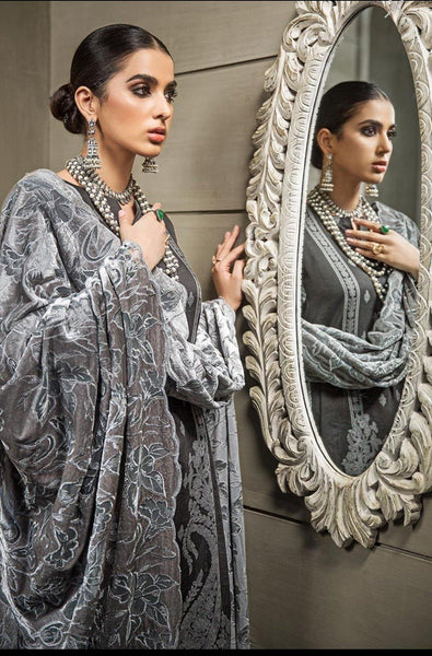 img_gul_ahmed_lacquer_Velvet_awwal_boutique