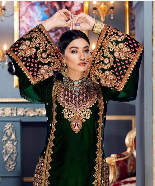 img_emaan_adeel_velvet_collection_awwal_boutique