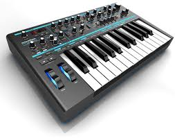 Analog Synthesizer  25 keys.