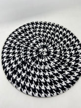 Load image into Gallery viewer, Houndstooth Cashmere Beret