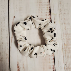 Scrunchie - white with tiny black blooms