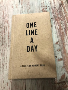 One line a day | A 5 Year Memory Book | Canvas