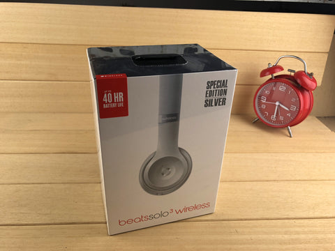 Beats by Dre Solo3 On-Ear Wireless Headphones - Silver Special Edition