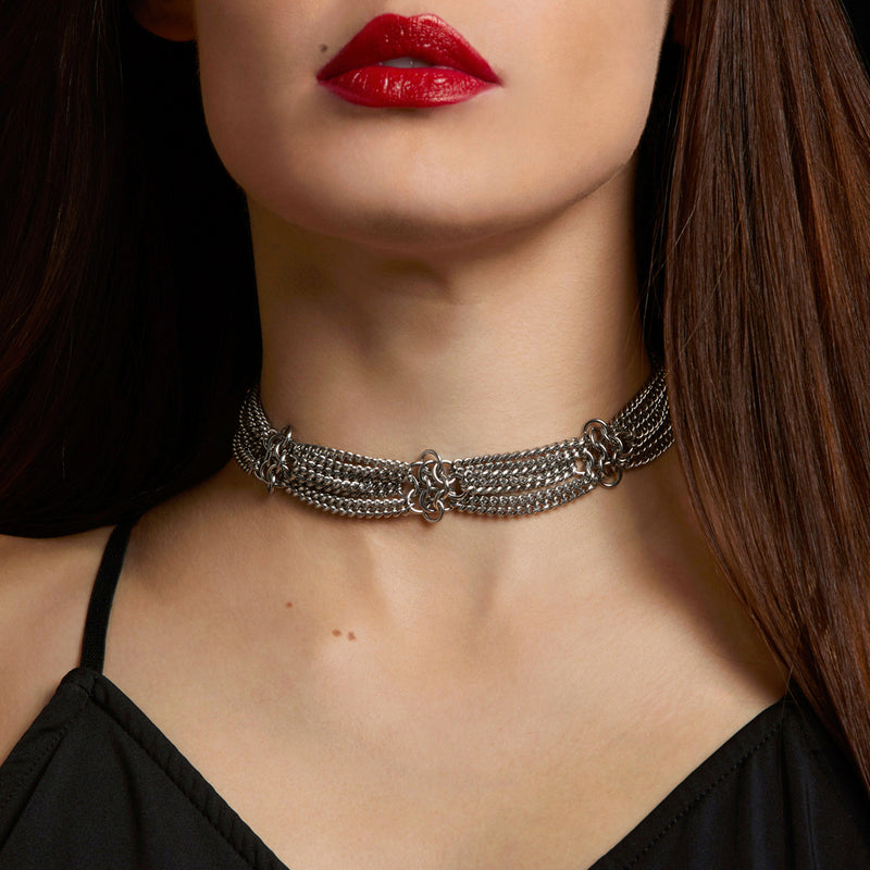METAL Rosette Ribbon Choker