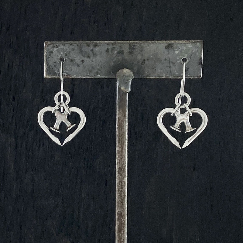 NAILMAILLE Tiny Heart Earrings