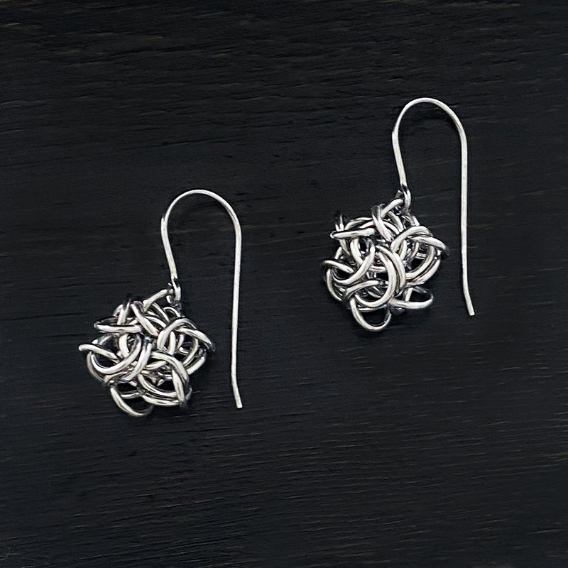 PURE Small Knot Earrings