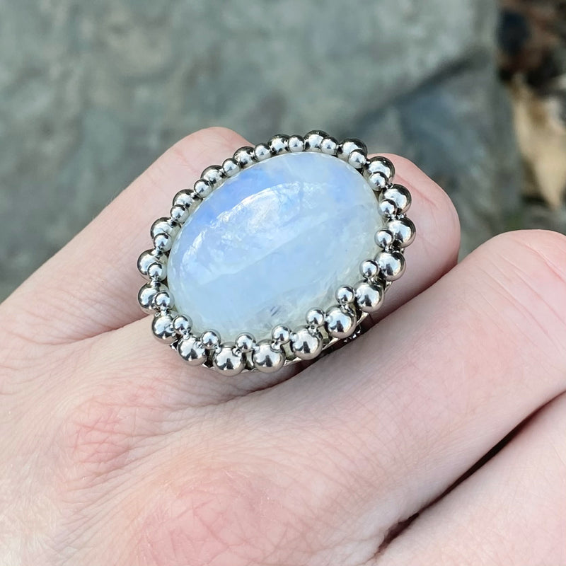 GEMSTONE Moonstone Oval Ring: Size 6.25-6.5