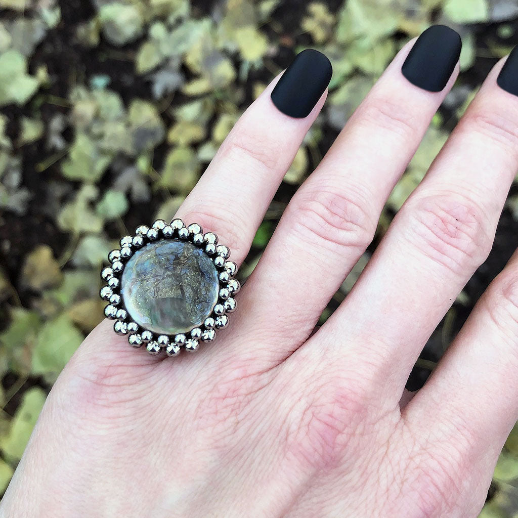 GEMSTONE Round Black Mother of Pearl Ring: Size 5.5