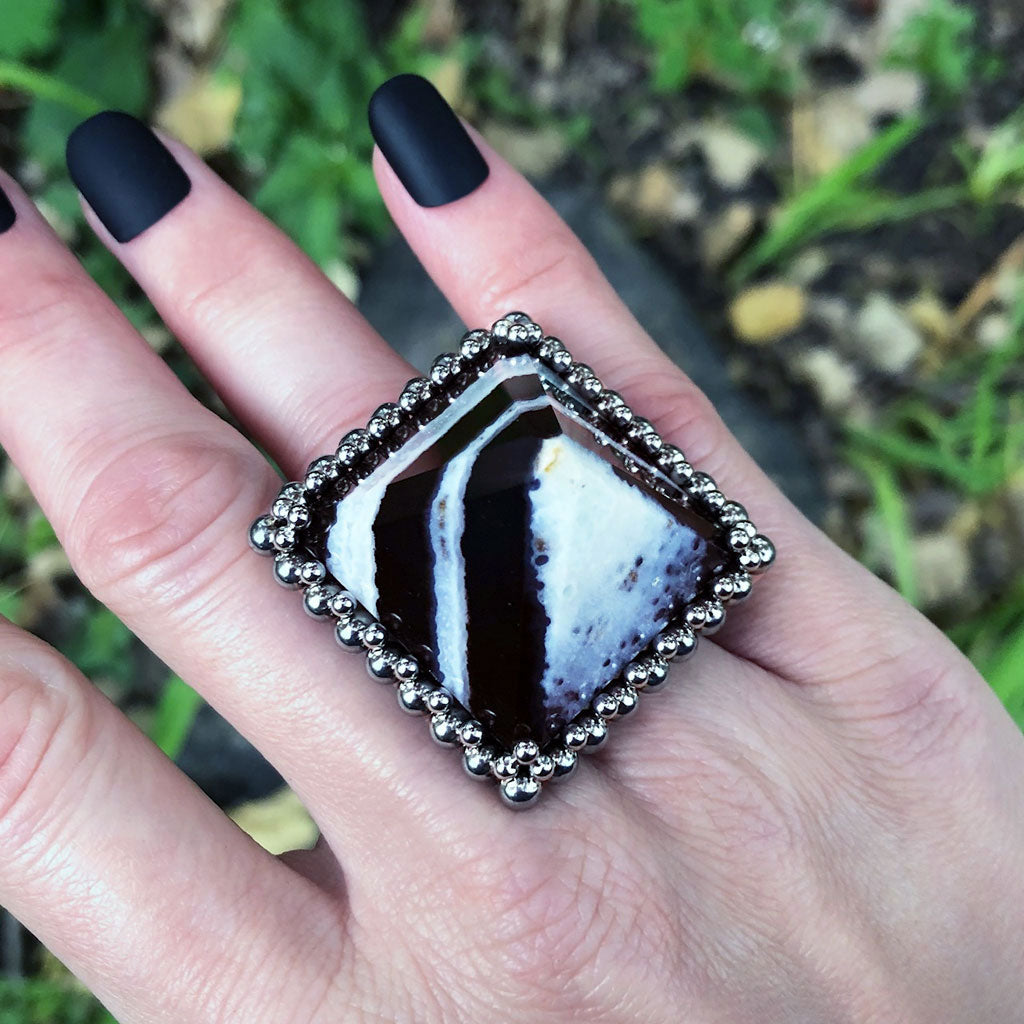 GEMSTONE Solomon Agate Pyramid Ring: Size 8.25-8.5