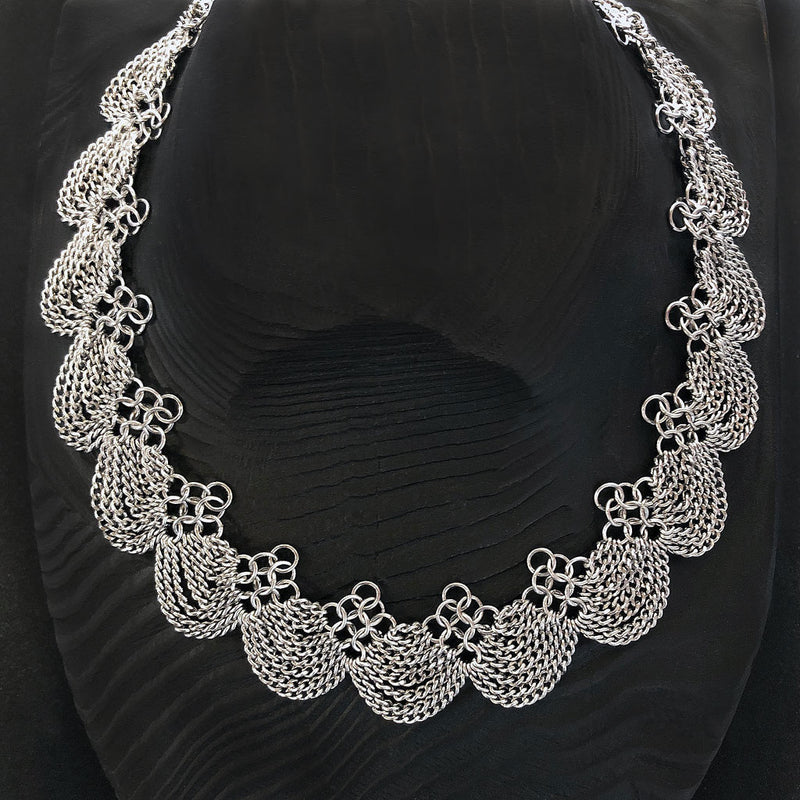 SLINKY Scalloped Collar