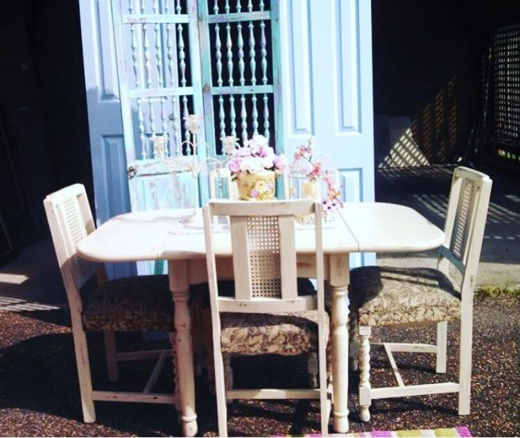 Table with fold down sides with 4 chairs