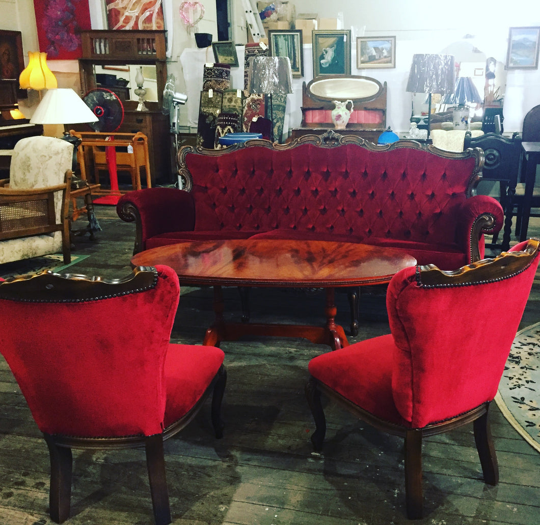 Red Chesterfield NO2