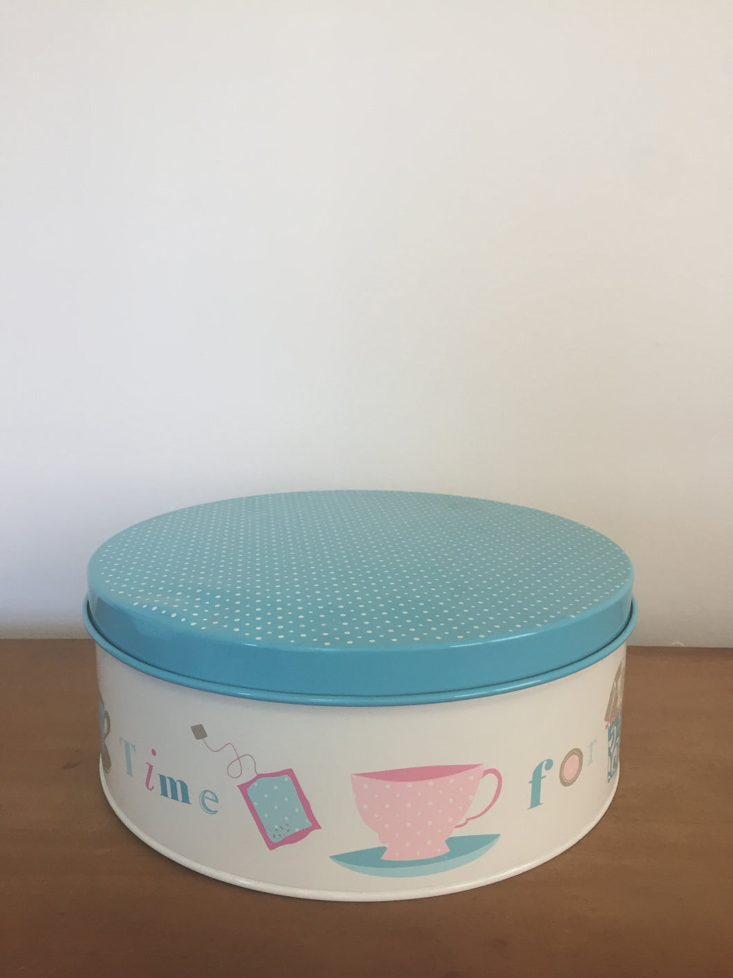 Cake tin with blue lid