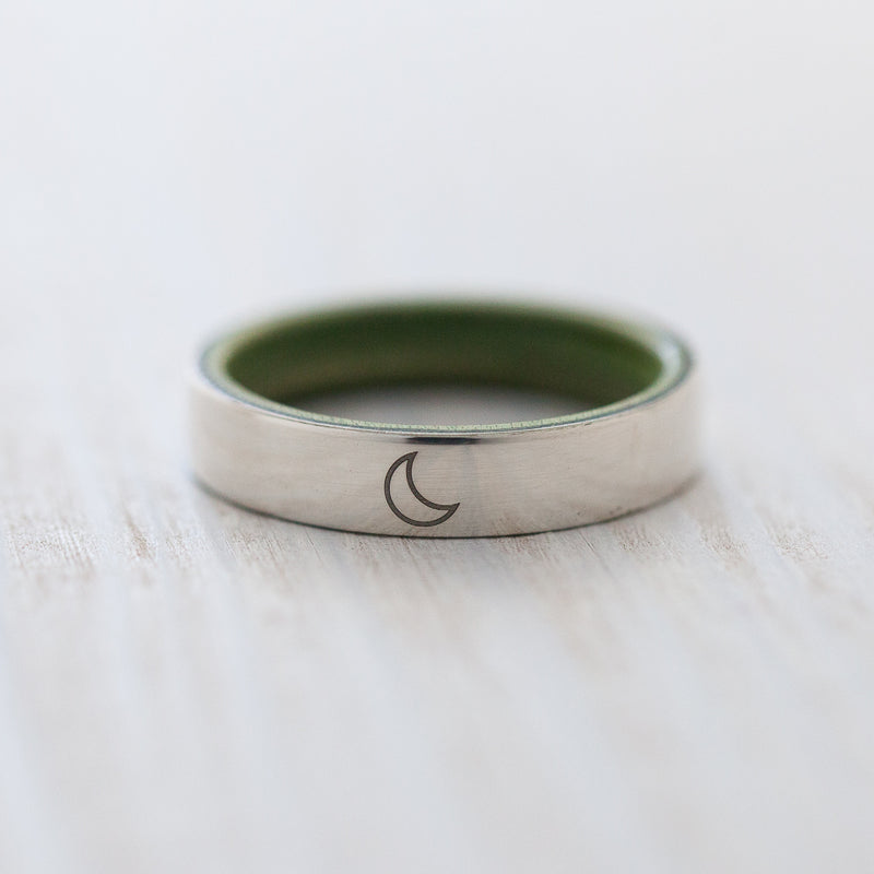 Moon engraving on silver & wooden skateboard ring - BoardThing