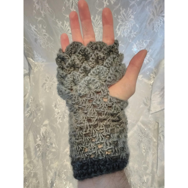 Dragonscale gloves – King Cole Riot edition