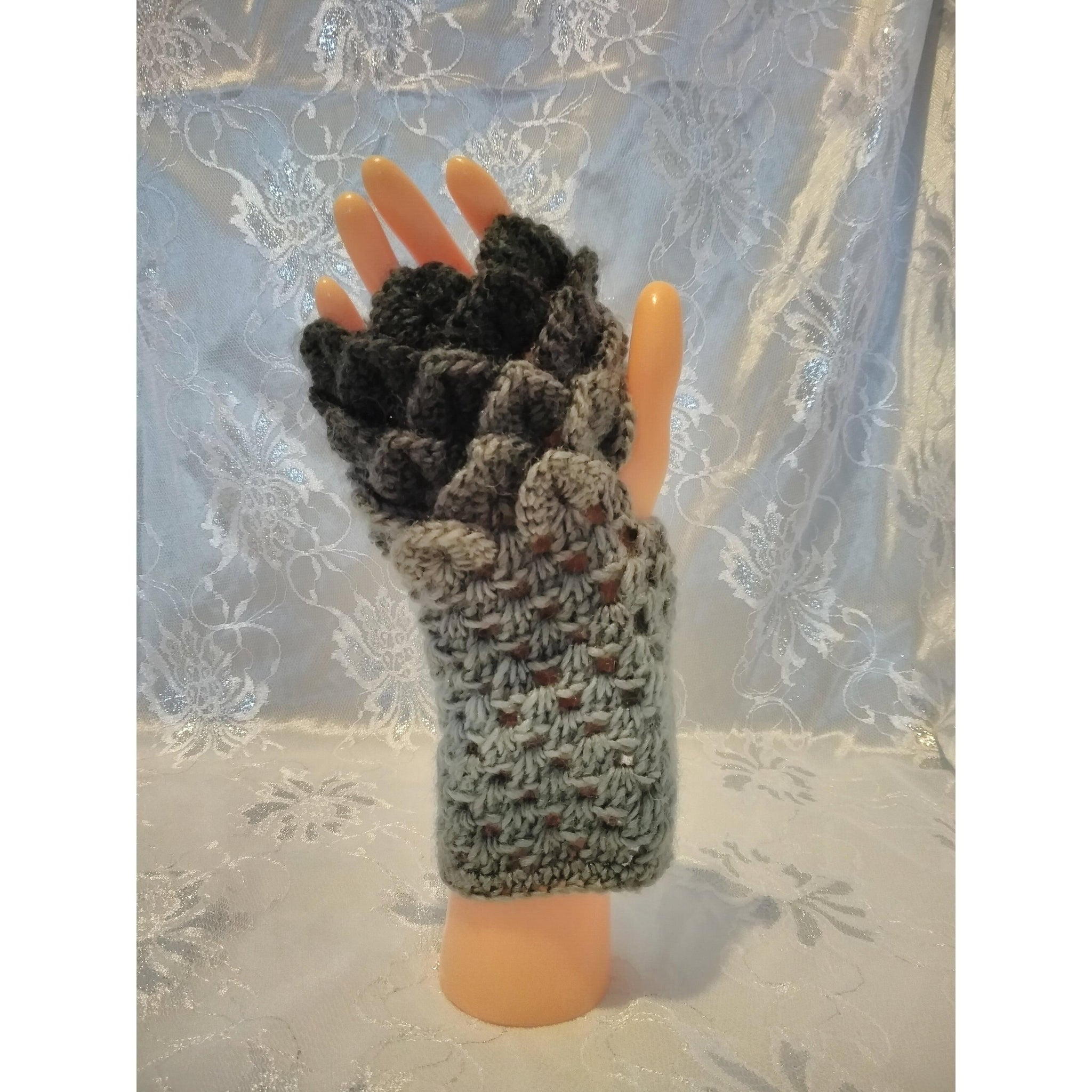 Dragonscale gloves – King Cole Riot Domino