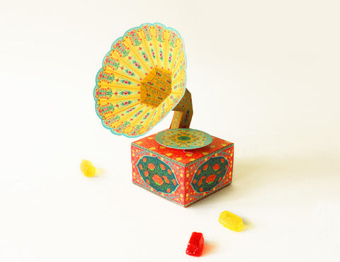 DIY Mini Gramophone Box: Colorful DIY 迷你紙製留聲機模型