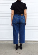 Load image into Gallery viewer, Guess Boyfriend Jeans - 34