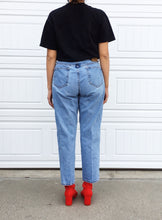 Load image into Gallery viewer, Calvin Klein Mom Jeans - 14