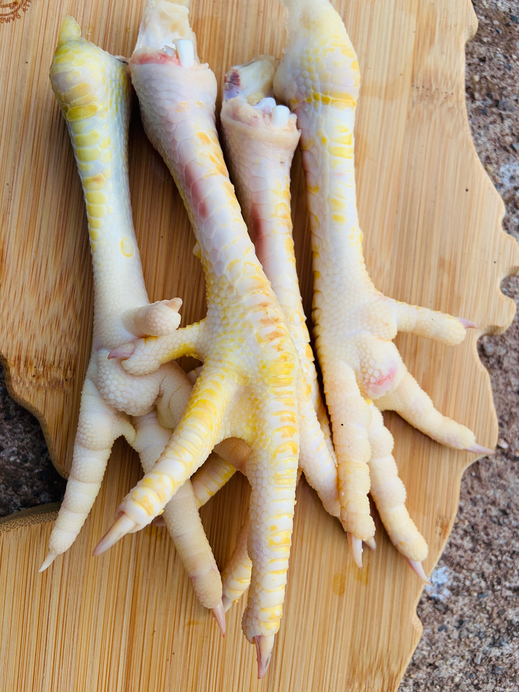 Chicken feet cleaned per lb