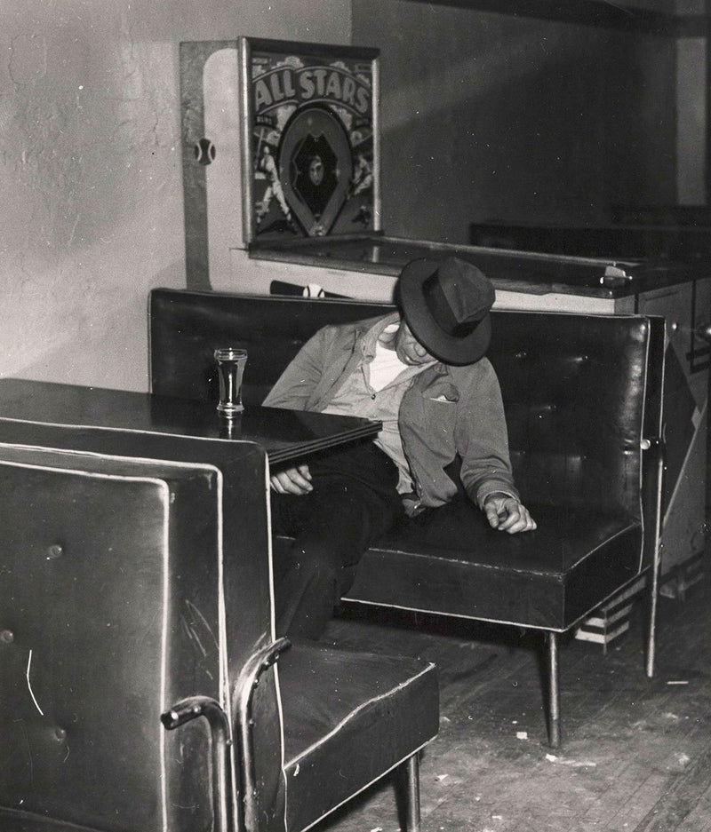 Weegee photography Caviar20 man drunk 1940