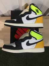 Load image into Gallery viewer, Jordan 1 Retro Volt